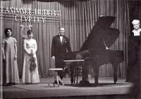 Sestry Helena a Eva s Ivanem Medkem (Vlašim, začátek 70. let?)