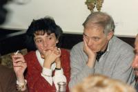 Helena Medková a Ivan Medek na setkání disidentů o historii (listopad 1988, hospoda Heuriger, Vídeň)
