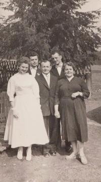 Helga Pompeová (Geppertová) with his brothers Reinhold and Bohumín and parents Adolph and Esther Gepprtovými