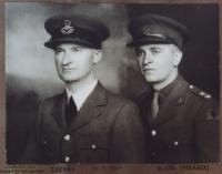Pan Pekárek s bratrem Zdeňkem, Anglie, 1944