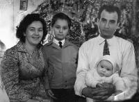 Máma,táta, Erika a Robert, Vánoce, Nové Zámky 1957