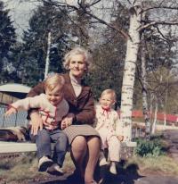 1969 - Miroslava Schmausová s vnuky, USA