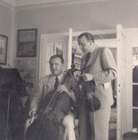 Bechyně 1940 v rodinné vile, otec vlevo, Bedřich macenaur - otec Emmy Srncové vpravo