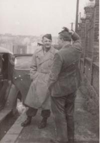 Plzeň 1945, otec s plk. Hamiltonem