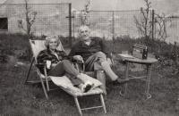 rodiče v Bechyni cca 1970
