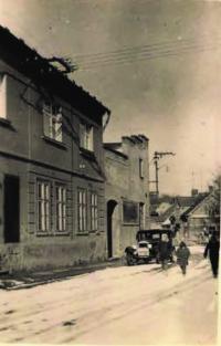 Dům ve Mšeně, truhlářství v přízemí