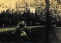 Matka, otec, Tomáš, Jiří ve Mšeně, 1963