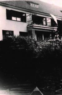 Dům nad řekou Metují