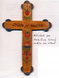Dřevěný křížek, který měla Milošova babička na stěně ve Mšeně