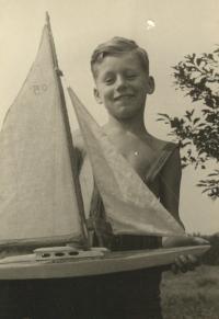 Miloš postavil plachetnici, 1956