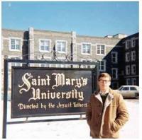 Miloš před univerzitou St Mary´s, asi 1968