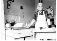 Babička Anna ve Mšeně, asi 1970