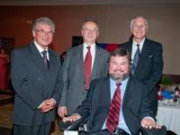 Dr Skála (vlevo) přijímá Masarykovu cenu, Winnipeg 2010