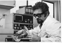 Dr Skála v laboratoři, Vancouver 1980