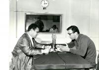 Jan Drábek a Jethro Spencer McIntosh (Jiří Sehnal) ve studiu Svobodné Evropy v roce 1962
