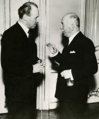 Jaroslav Drábek s presidentem Benešem, Pražský Hrad, 1945