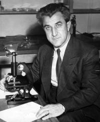 Vladimír Krajina ve své laboratoři, Vancouver UBC, 1958