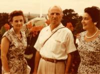Zleva: Marie Krajinová, dr. Jaroslav Drábek se ženou Jarmilou, Washington D.C., konec 50. let