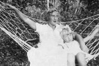 Juřinová Irina, s maminkou, 1937