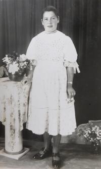 Sestra Zuzana Bednárová v luteránském kroji z Nové Lehoty