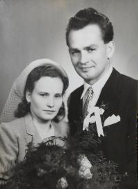 Svatební fotografie Pavla Bednára a Věry Komínkové z roku 1950