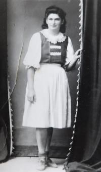 Židovka Mariána která se za války ukrývala u rodiny Bednárů v osadě Dolina - 1. dubna 1945