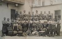 03 - zaměstnanci Lišnovské továrny na výrobu nábytku - rok 1933