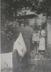 Bratr Petr s maminkou