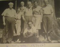Otec Edity Kosinové nalevo