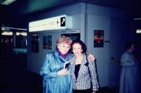 Zdenka Kmuníčková vlevo s profesorkou Evou Grofovou