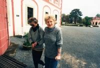 Zdenka Kmuníčková vpravo se spolupracovnicí Janou Kalíškovou