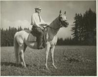Osvald Rerych na klisně Hermit Schagya 1943