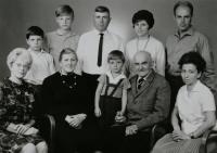 rodina Rerychova s Nikolajem Děktarevem a jeho dcerou Irou, léto 1967