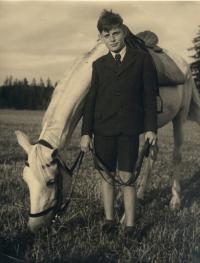 Zdeněk Rerych s klisnou Hermit Schagya 1943