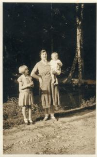 Marie Rerychová, děti Věra a Zdeněk