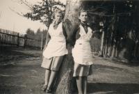 Věra Rerychová+její sestřenice Jaroslava Rerychová 1939