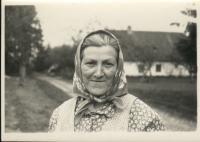 Marie Rerychová (vpozadí_hájovna OBORA 50.léta)
