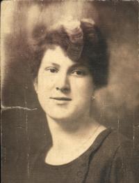 Marie Rerychová jako úřednice (20.léta)