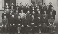 1935-1942 - gymnazium kpt. Jaroše, Brno I. (Vnislav horní řada, pátý zprava)
