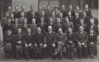1935-1942 - gymnazium kpt. Jaroše, Brno II. (Vnislav horní řada, druhý zprava)