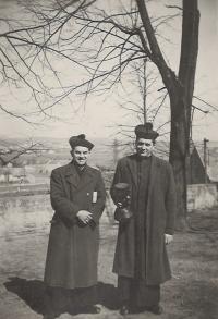 1948 - Tvarožná, s P. Václavem Kosinou