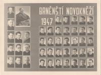 1947 - novokněží, Vnislav vlevo dole