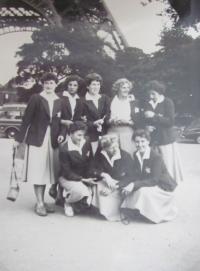 Družstvo českých volejbalistek na Univerziádě v Paříži 1957