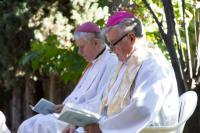2013 - Petr Esterka a Václav Malý, biskup, který byl v roce 2012 jmenován delegátem ČBK pro Čechy žijící v zahraničí.