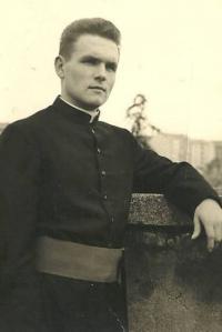 1963 - Petr Esterka krátce po svěcení na kněze