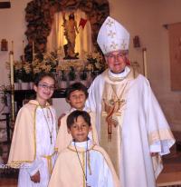 2011 - Velikonoce v Kalifornii, biskup Petr Esterka s dětmi krajanů