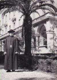 1958 - Petr Esterka v zahradě koleje Nepomucenum v Římě