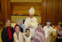 2006 - Vánoce, biskup Petr Esterka s farníky
