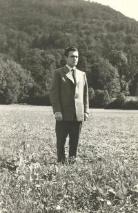 1957 - Petr Esterka před odchodem do semináře v Římě
