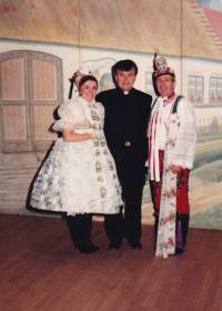 1982 - Moravský den v Chicagu, Petr Esterka s párem, který má lidový kroj jeho rodné obce